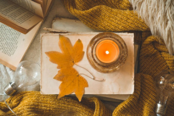 Fall-Inspired Candle in Microwave: a Step-by-Step Tutorial