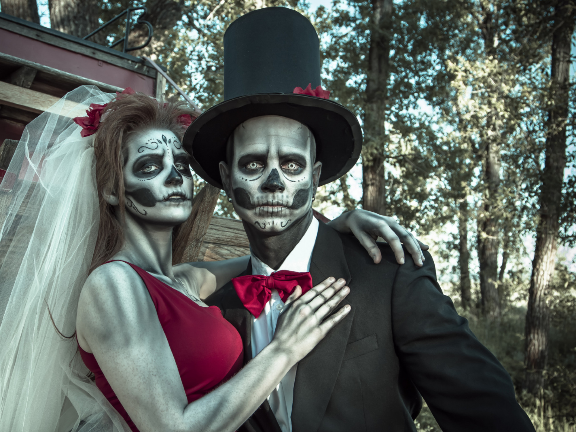 These 10 Iconic Halloween Couple Outfits Will Wow the Guests at Your Halloween Party