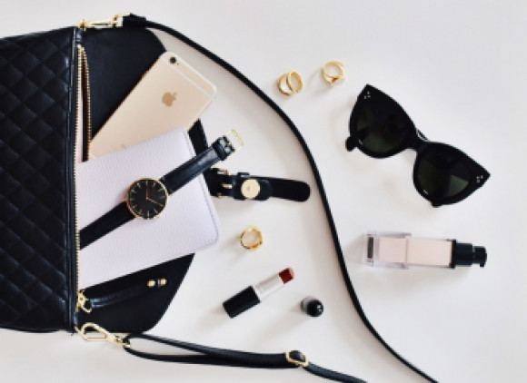 Five Types of Luxury Fashion Gifts That Will Retain Their Value